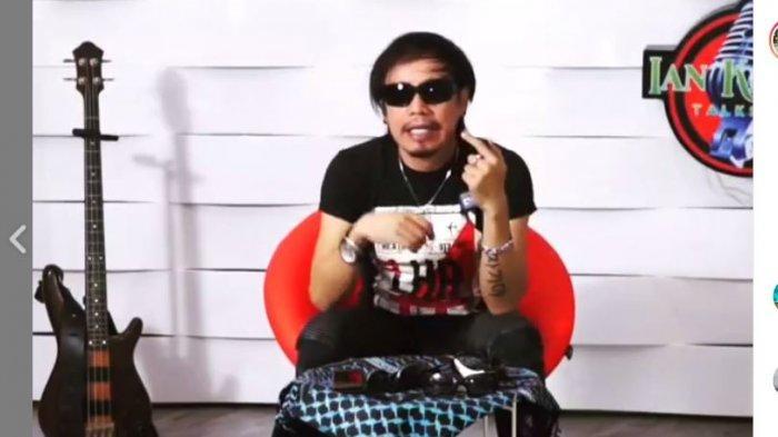 Ingat Ian Kasela Vokalis Band Radja? Jarang Tampil di TV dan Lelang Kacamata saat Pandemi Covid-19