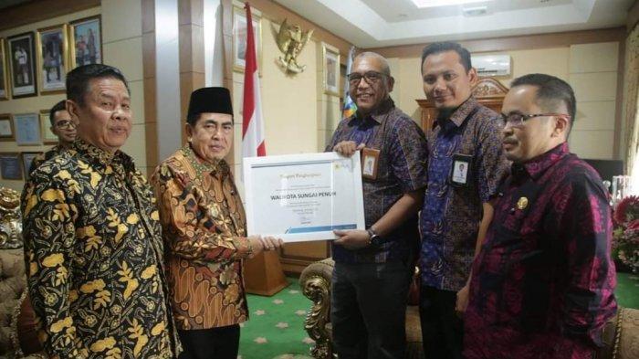 PAD PJU Naik Jadi Rp 3,3 M, Wali Kota Sungai Penuh Terima Penghargaan dari PLN