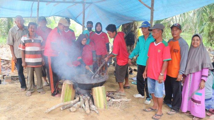 GALERI FOTO: Pertahankan Tradisi,Warga Pelabuhan Dagang Gelar Festival Ngaru Dodol