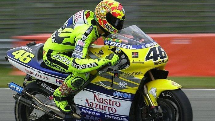 Valentino Rossi bersama NSR500 di Nastro Azzurro Honda