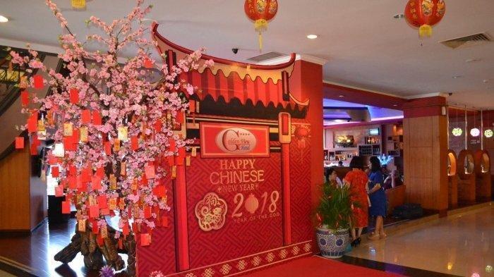 Dekorasi lobi Golden View Hotel Batam menjelang Tahun Baru Imlek beberapa tahun lalu