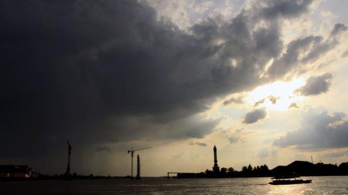 Waspadai Hujan dan Angin di Transisi Musim