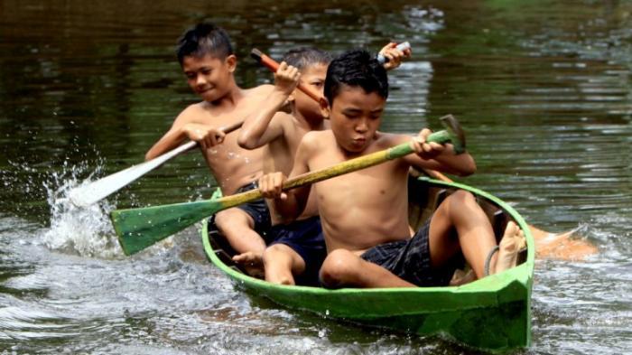 Tradisi Balumbo Biduk Sarolangun, Dulu Hadiahnya Minyak Tanah