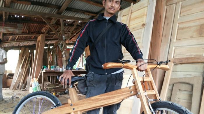 Ini Dia Sepeda Kayu Karya Pulung