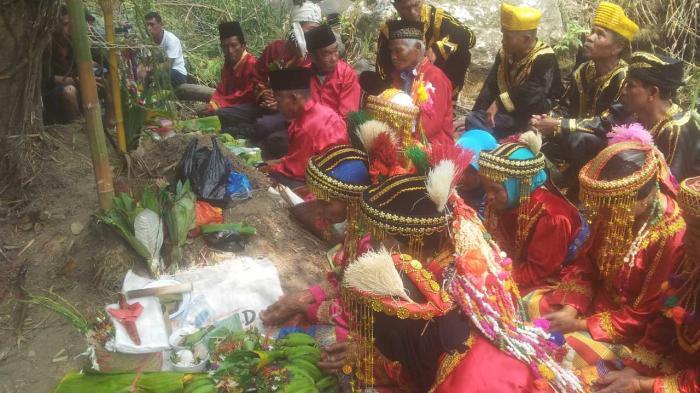 FOTO - Begini Ritual Adat Minta Hujan di Kerinci
