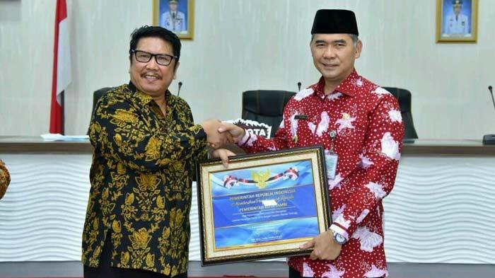 Mantap! Raih Opini WTP, Wali Kota Jambi Sy Fasha Terima Penghargaan dari Menteri Keuangan