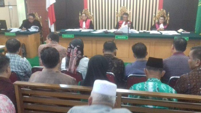 Hakim Mengangguk-angguk saat Zainal Abidin Paparkan Cara Anggota DPRD Terima Uang Ketuk Palu