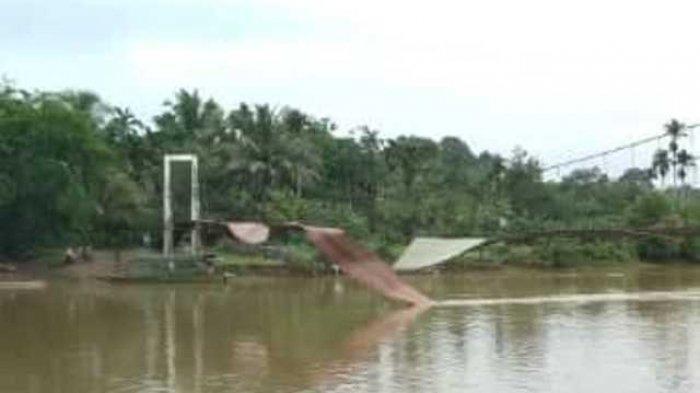 Jembatan Gantung Teluk Pandak Putus Diduga KarenaCuaca Buruk