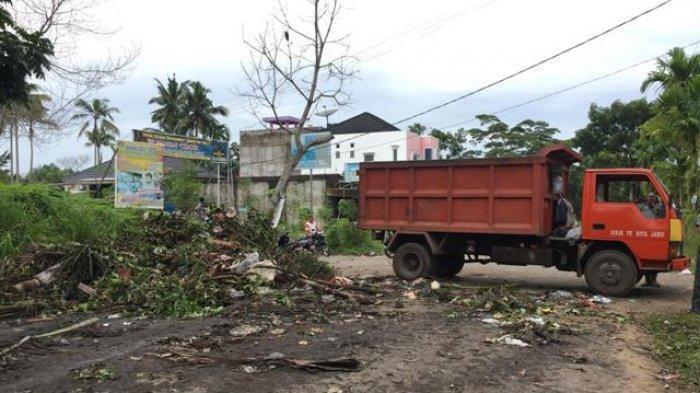 Warga Buang Sampah di Tepi Jalan, Imbas Bak Sampah Besar di Desa Koto Iman Kerinci Lenyap