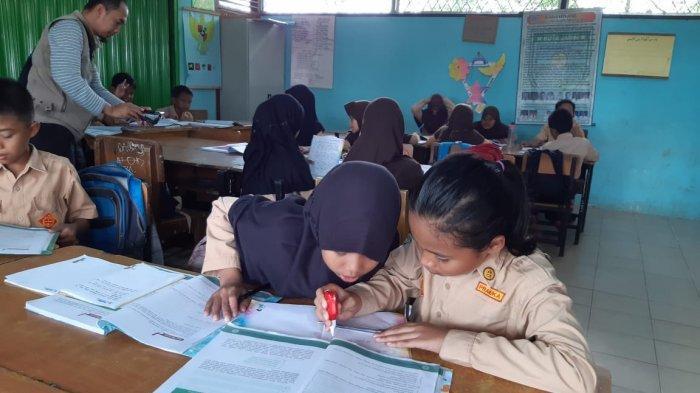 Dinding Kelas Rusak hingga Terbelah, Siswa SDN 212 Kota Jambi Harus Belajar Gantian Ruang Kelas