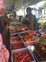 Mengunjungi Pasar Beduk Kosera -  'Dengan Rp 15 Ribu Bisa Makan untuk Berbuka dan Sahur'