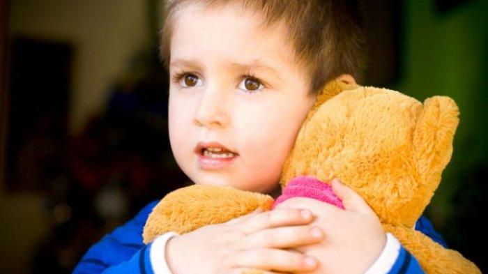 Bocah Laki-laki Anda Gemar Main Boneka? Jangan Khawatir! Ikuti Tips Pengawasan Berikut