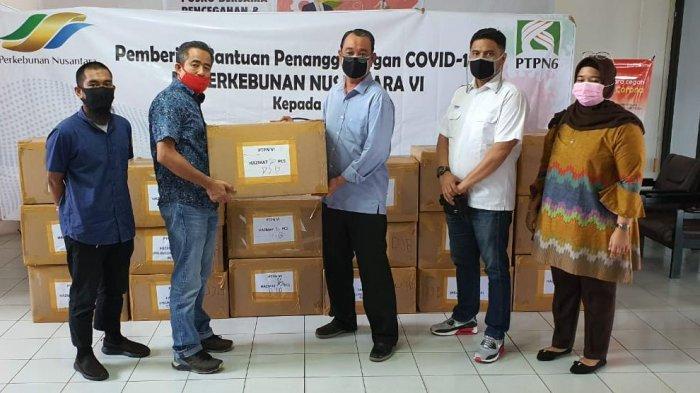 PTPN VI Serahkan Bantuan Kepada SATGAS COVID-19 BUMN