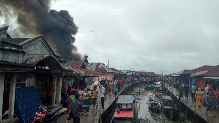 BREAKING NEWS, Jago Merah Ngamuk di Nipah Panjang, Warga Masih Pontang-panting Padamkan Api