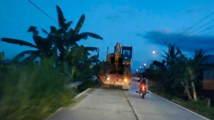 Longsor di Kerinci, Pemkab Turunkan Satu Unit Alat Berat Buka Jalan Bersihkan Material Longsor