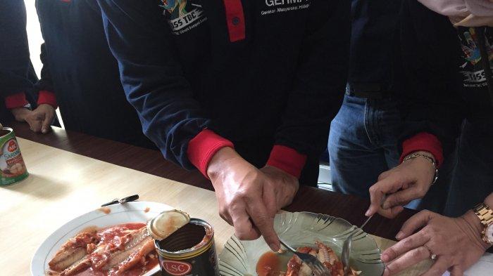 Sidak Sekda dan Dinkes Kota Jambi, 4 Kaleng Sardines Positif Berisi Cacing