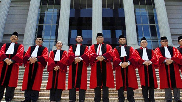Jangan Tertipu Wajah Manis Hakim MK Jelang Putusan, Ini Penjelasan Pakar Hukum Universitas Andalas