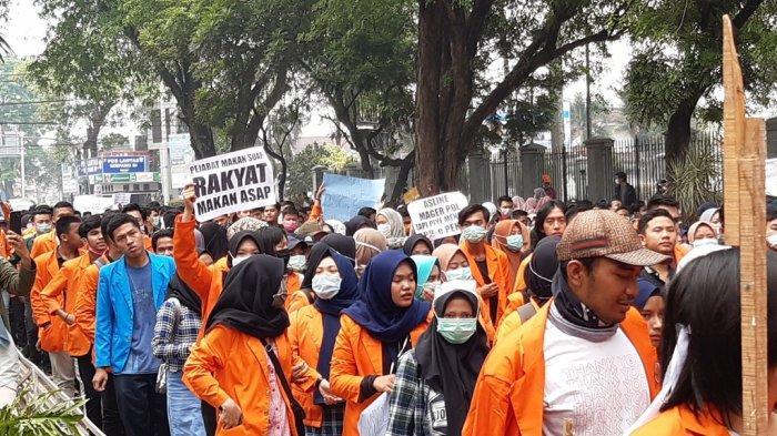 Jambi 'Membara' Tiga Kelompok Demonstran Kepung Kantor Gubernur dan DPRD Jambi