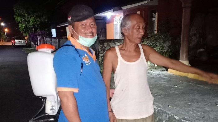 Cegah Covid-19, Warga Simpang IV Sipin Keliling Kampung Seprotkan Cairan Disinfektan