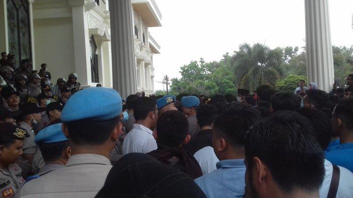 Seribuan Mahasiswa Duduki Kantor DPRD Provinsi Jambi, Ini yang Dituntut dari Pemerintah