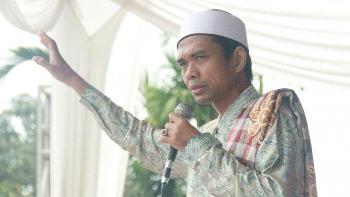 Ribuan Orang Padati Masjid Menunggu Ceramah Ustaz Somad di Merlung, Bupati Safrial Dibuat Takjub