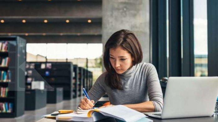 Tips dan Trik Menjadi Penulis Novel, Tak Hanya Butuh Imajinasi Lho!