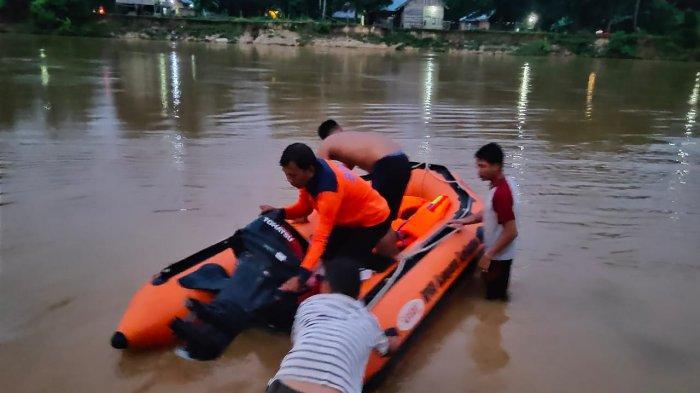 Genggaman Ibu Terlepas, Bocah SD Hanyut Terbawa Arus Sungai di Sarolangun