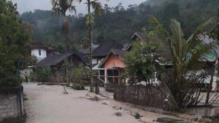 Biasanya Tak Pernah Banjir, Jalan Nasional Siulak Deras Terendam, Antrean Panjang