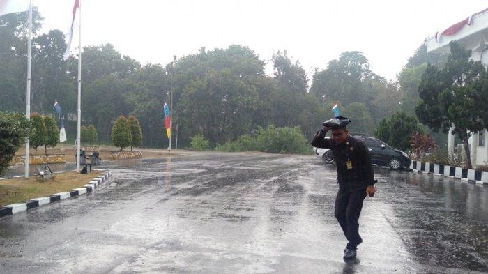 Diguyur Hujan, Warga Tanjab Timur Berharap Kabut Asap Hilang