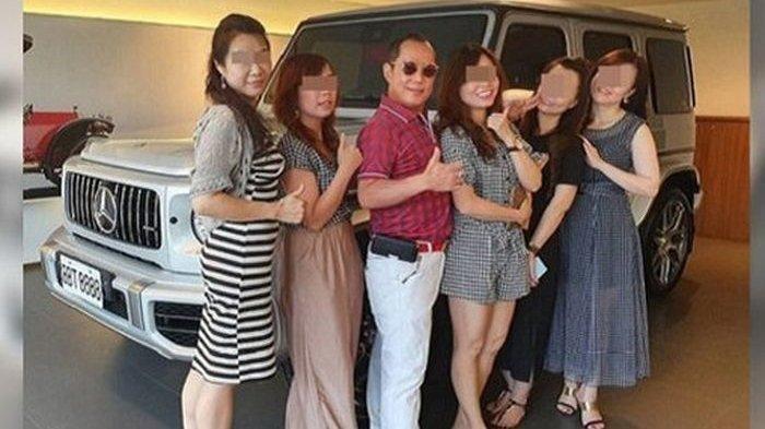 Punya 4 Istri & Belasan Wanita Simpanan, Konglomerat Ini Bangun Rumah 797 Miliar & Tinggal Bersama