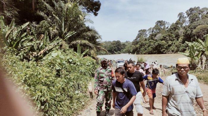 Proses Evakuasi Tiga Korban Terjebak di Lubang Jarum.
