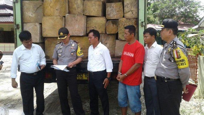 71 Batang Kayu dari Kasus Illegal Logging Dihibahkan ke Pondok Pesantren
