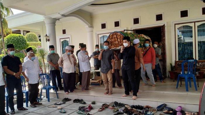 Kediaman Almarhum Syafri di Sungai Sawang Kota Jambi Disambangi Istri Gubernur dan Danrem 042/Gapu