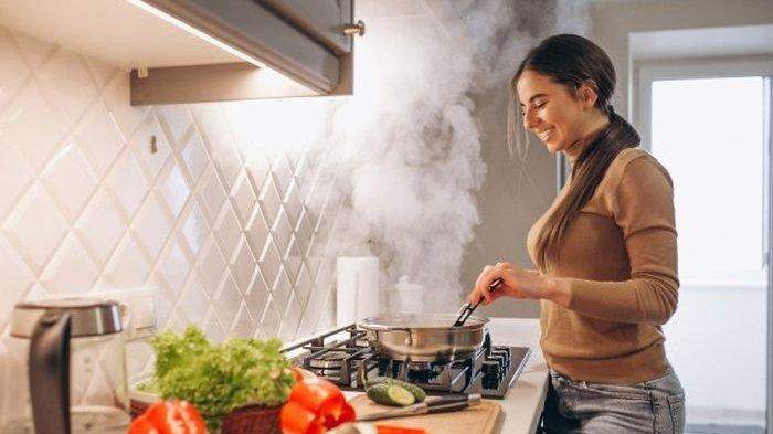 Tidak Sengaja Tertelan Makanan Saat Mencicipi Masakan Ini Penjelasannya, Tidak Membatalkan Puasa
