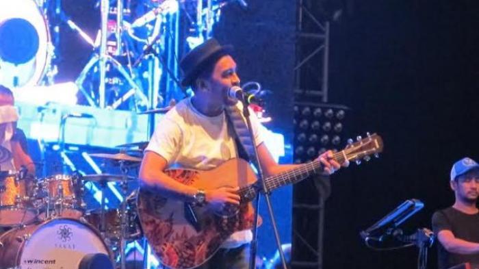 YUK! Kenang Kisah Glenn Fredly, Ambil Gitarmu, Mari Mainkan Lirik Lagu You Are My Everything