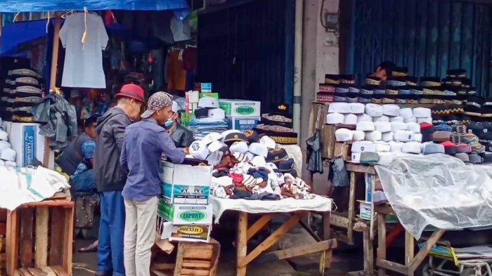 Berkah Ramadan, Penjualan Peci di Pasar Jambi Meningkat