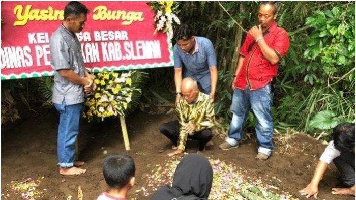 Kesedihan Suraji (61) hingga Berterima Kasih ke Pelayat, Pemakaman Yasinta Bunga Korban Terakhir