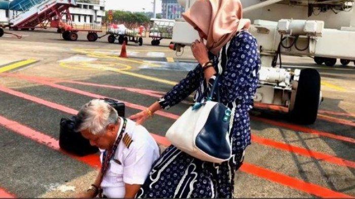 Sigit Wiranto, Bersujud di Bawah Pesawat Ditemani sang Istri, Momen Haru Penerbangan Terakhir Capt