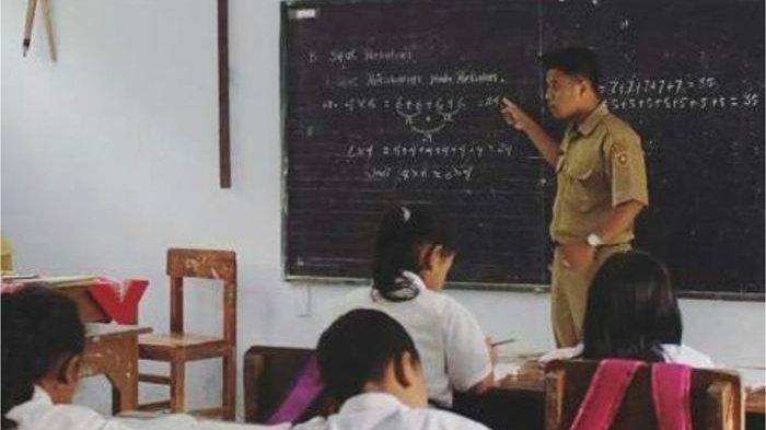 Dibayar Rp 200 Ribu per Bulan, Guru Honorer Ini Masih Bisa Sisihkan Uang untuk Tabungan untuk Nikah!