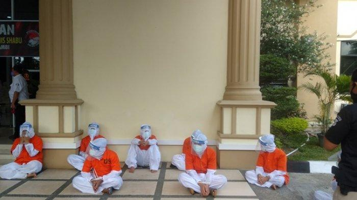 BREAKING NEWS Delapan Tahanan Polda Jambi Pakai APD Lengkap Saat Pemusnahan 13 Kilogram Sabu-sabu
