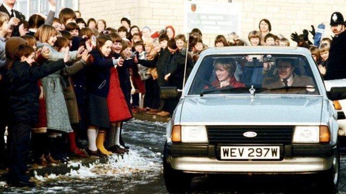 Sedan Ford Escort Ghia Saloon yang sedang dikendarai mendiang Putri Diana