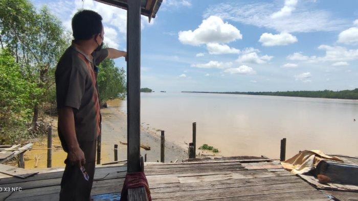 Warga Terpaksa Pindah Rumah, Abrasi di Desa Teluk Majelis Jambi Menjadi Ancaman Nyata