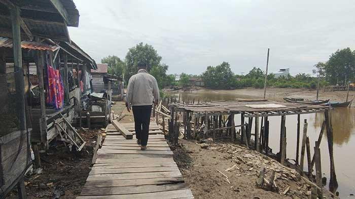 Abrasi Mengancam Kehidupan Warga Pesisir Tanjung Jabung Timur