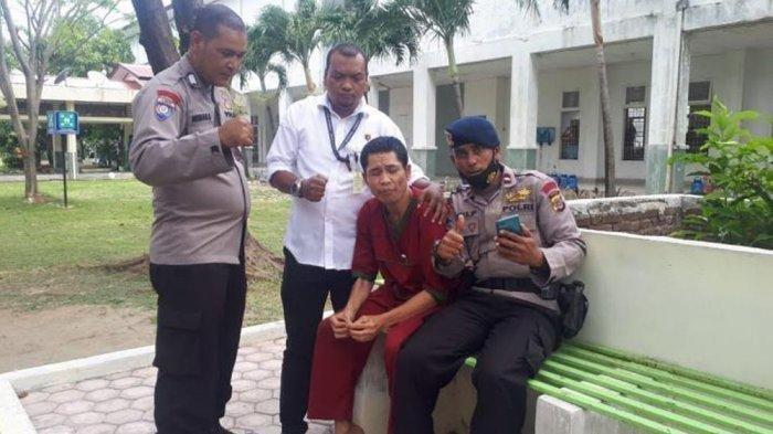 Abrip Asep saat ditemui teman-temannya di RSJ Banda Aceh