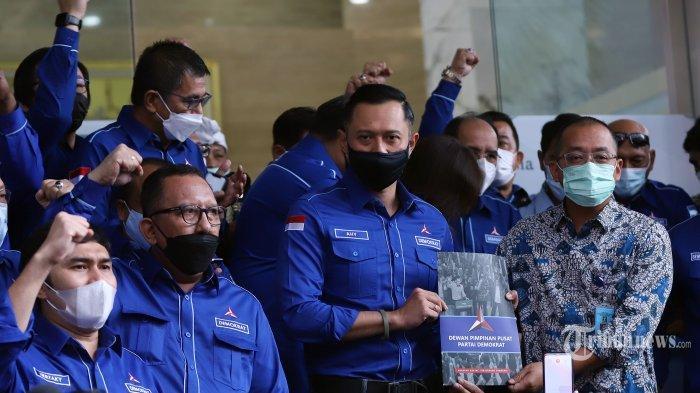 Ketua Umum Partai Demokrat, Agus Harimurti Yudhoyono (AHY) mendatangi Gedung Kemenkumham, Jakarta Selatan, Senin (8/3/2021).