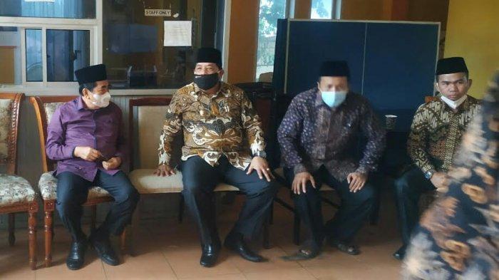Wali Kota AJB dan Wawako Sungaipenuh Zulhelmi Kepergok Duduk Bersama, Terlibat Obrolan Serius