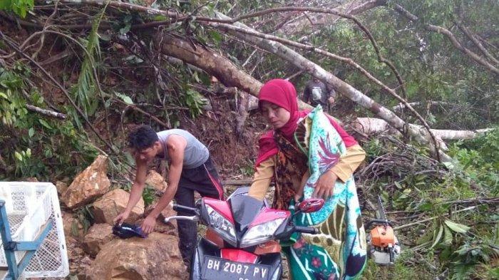 Akses 2 Desa Terputus Akibat Tanah Longsor, Camat Siau Tinjau Lokasi