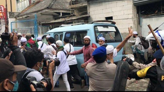 GEGER 2 Polisi Terkapar Ditikam Massa Aksi 1812, Ketua PA 212: Kami Yakin 100% Mereka Bukan dari FPI