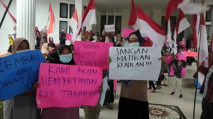 Ratusan Warga Kota Jambi dan Muarojambi Aksi Demo di Kantor Bupati Muarojambi, Ini Tuntutannya
