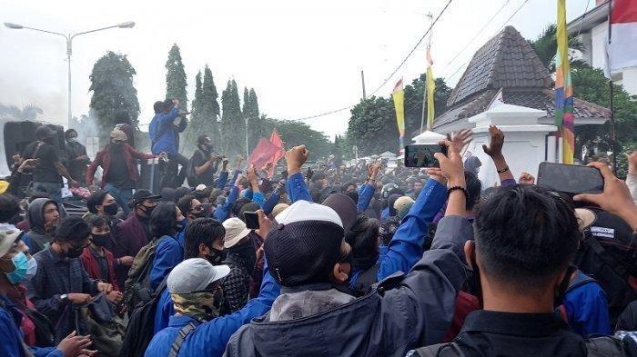 BESOK Aksi Unjuk Rasa Tolak UU Cipta Kerja Digelar Lagi, Terjadwal Mulai Gedung Sate Hingga Istana